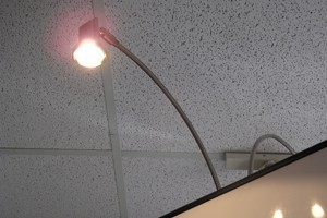 BannerLight35: 35w halogen light for banner stand (clamps onto vertical support pole of banner stand)
